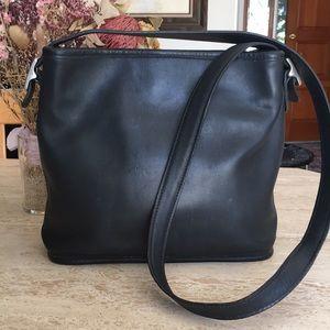 Rare🌹Smooth Black Leather COACH Shoulder Bag!